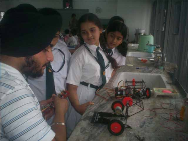 learning about robotics in DPS at Ranipur Haridwar