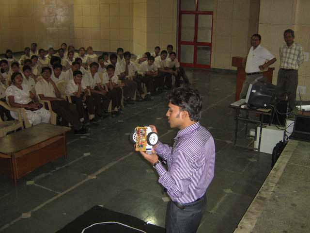 how to find robotics workshop, training in Lucknow?